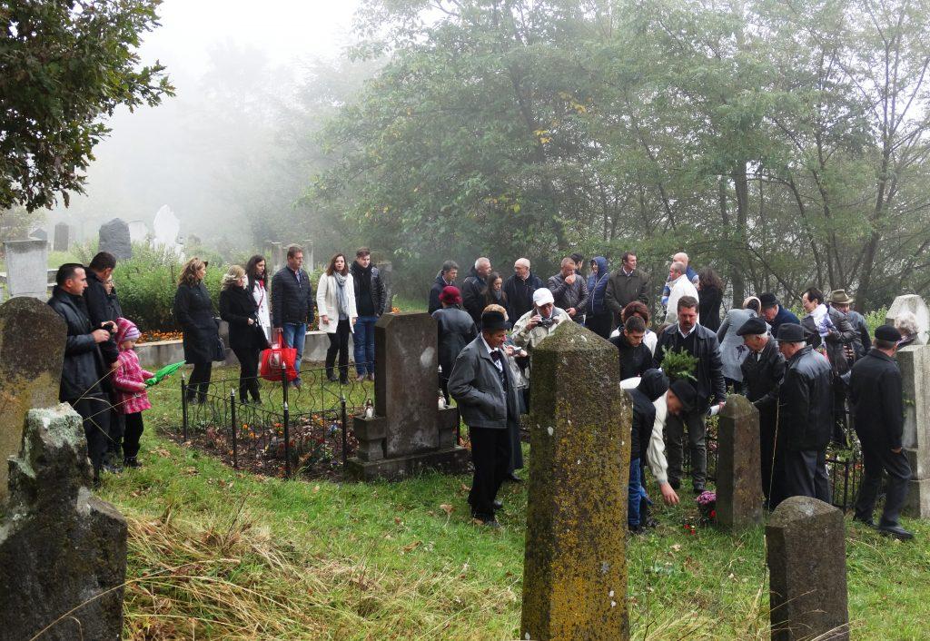 Dekások a temetőben (Dekás-fotó)