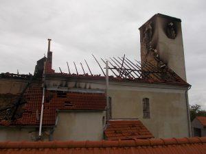 Szeptember 20-án, kedden - a tűzet eloltották, de még a kárbecslő bizottság nem szemlézte a templomot