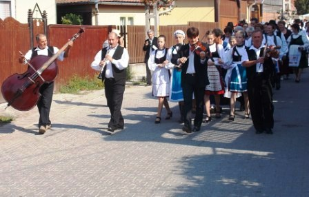 A népviselet ünnepére készülnek Atyhában